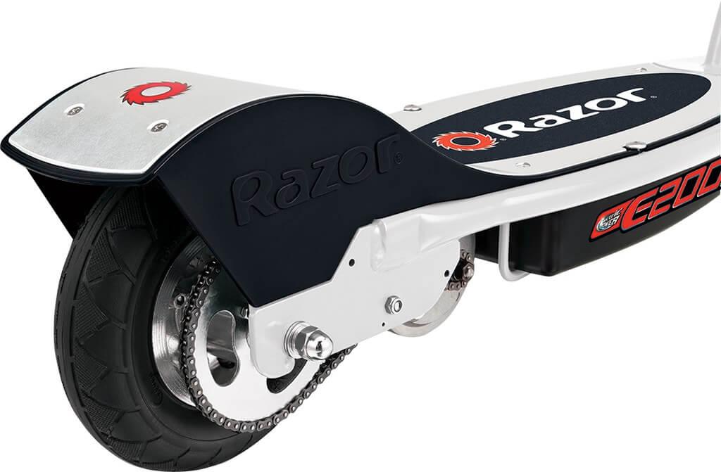 Szerokie opony - hulajnoga elektryczna Razor E200