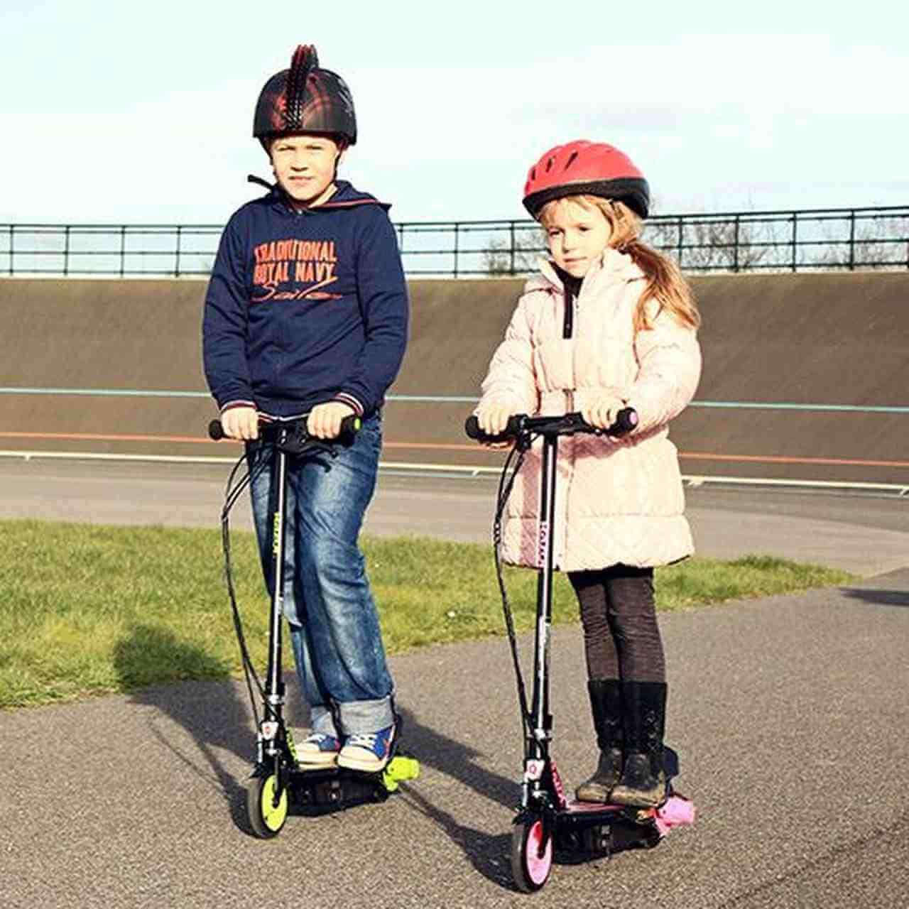 Dzieci na hulajnodze elektrycznej Razor E90 Power Core